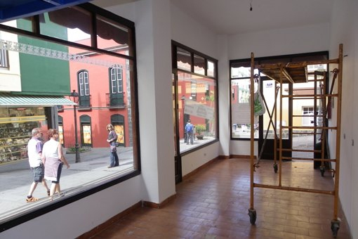 Conversion of property shops in Puerto de la Cruz.