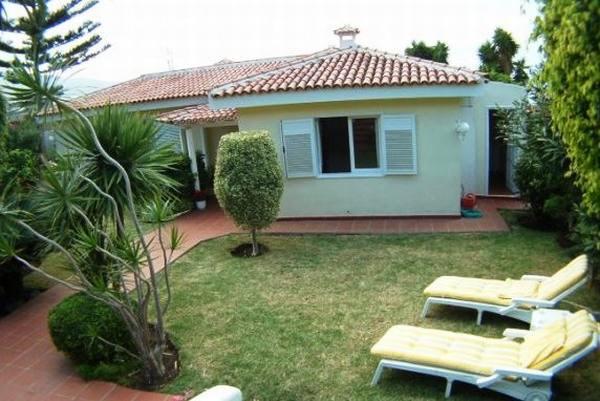 Villa la orotava bungalow with wonderful panoramic views for Arboles frutales para jardin