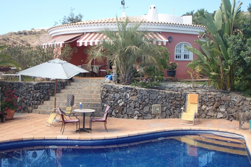 The poolside terrace with view to the Finca