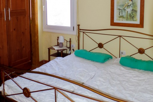 Bright master bedroom with double bed  of the guesthouse