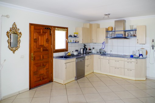 Traditional fully fitted kitchen