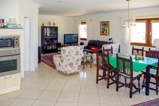 Gorgeus living and dining area