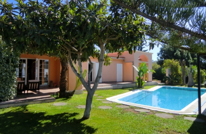 Versatile finca with pool, guest house, sea view and well-tended garden near Taucho