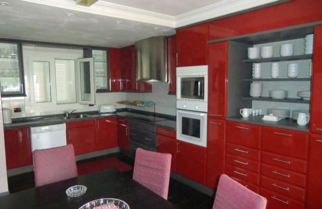 High quality, fully equipped kitchen