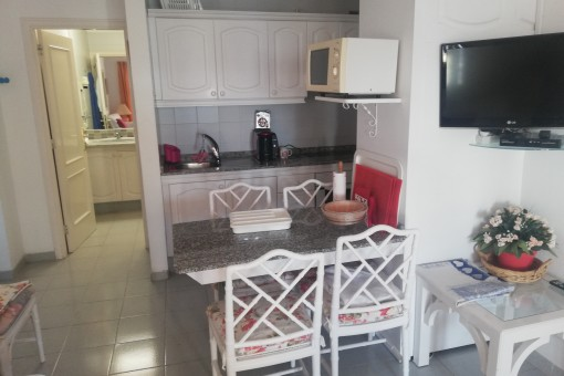 Open kitchen and living anrea