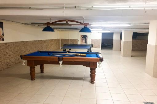 Large garage / hobby room
