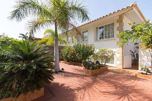 Beautiful villa with jacuzzi and views in El Palm Mar