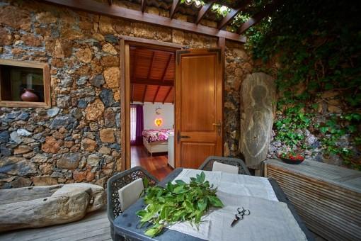 Entrance guest house