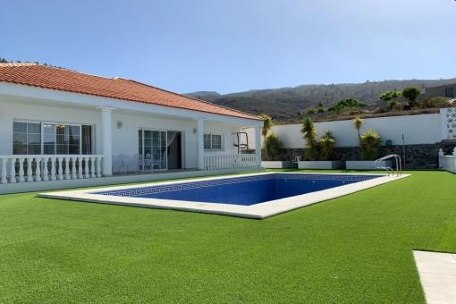 Excellent villa with sea views in Guia de Isora