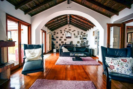 Wonderful finca with 2 houses, incredible sea and mountain views and tennis court in Arona, Tenerife south