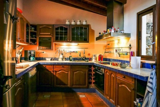 Fully equipped wooden kitchen