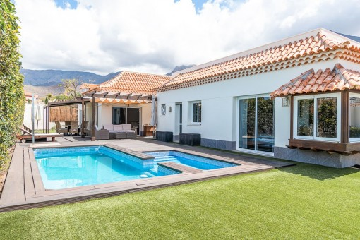 Beautiful garden area with pool