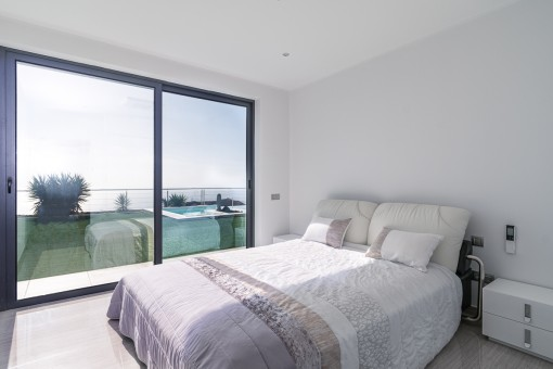 One of 4 double bedrooms