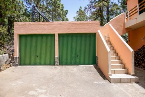 Spacious double garage