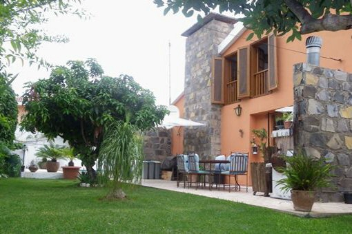 Stylish villa with large pool and garden in Puerto de la Cruz