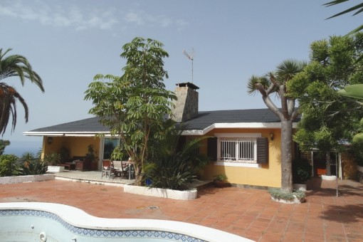 Villa in Tacoronte with large garden and pool