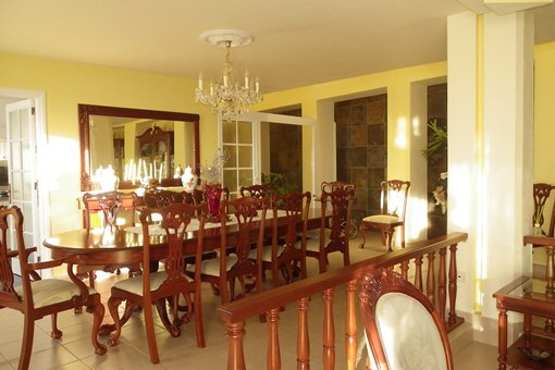 The dining room beside the kitchen