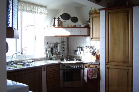 Kitchen with a comfortable work surface around the stove