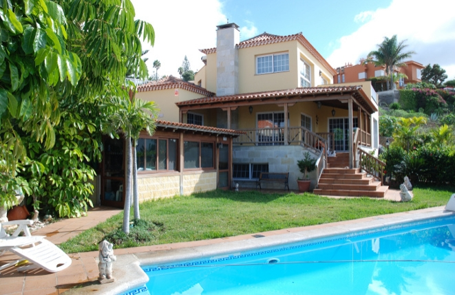 Large villa in an exclusive design with pool, Teide and sea view in Tacoronte