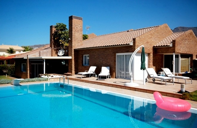 Elegant and luxurious villa with panoramic sea views and large pool in the best location
