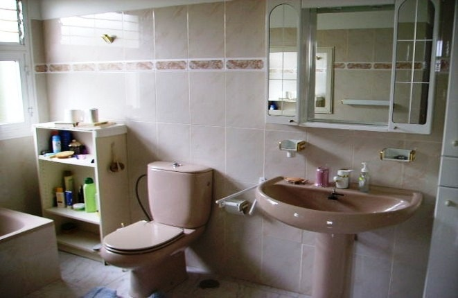 Another bathroom with the bathtub