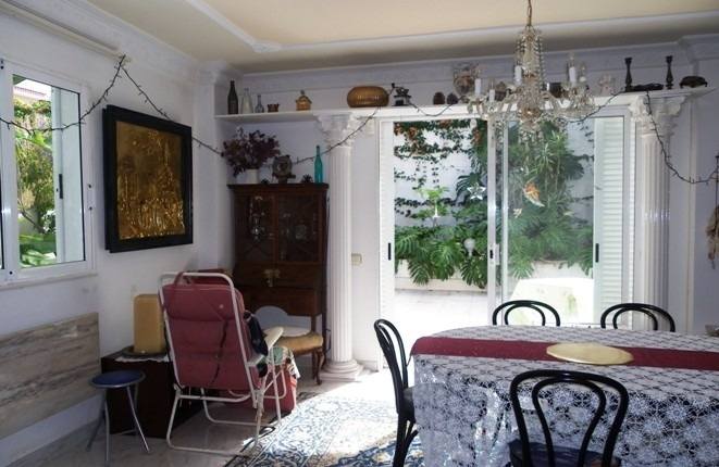 The dining room with access to the beautiful garden