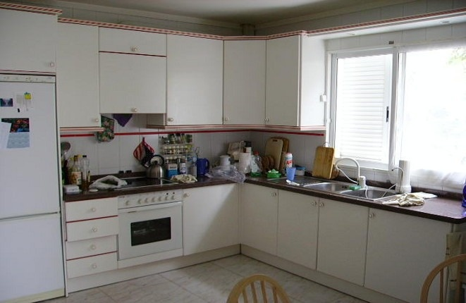 Bright kitchen with lots of space