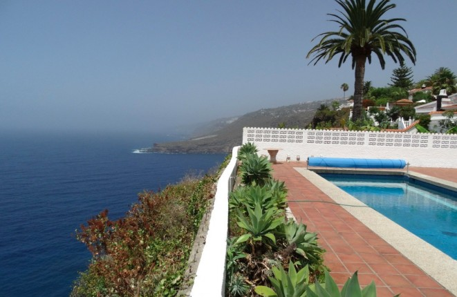 For sale in the first row on Tenerife: Villa...
