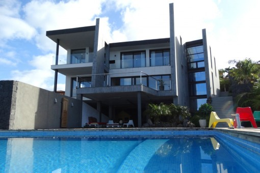 Beautiful new villa with infinity pool