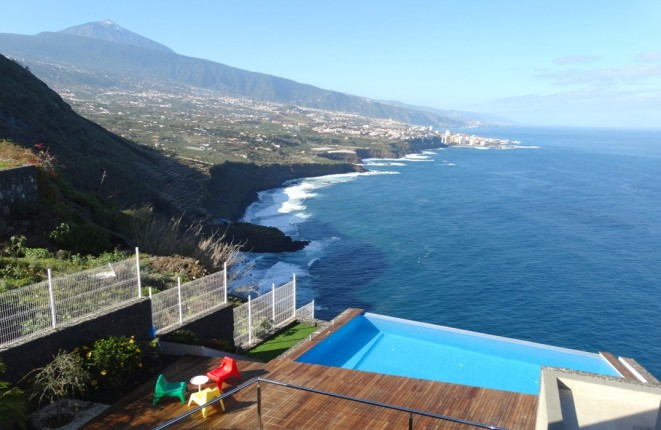Modern high quality villa in one of the most spectacular sea views of the first row of Tenerife