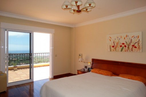 The main bedroom directly at the terrace with Humboldt view