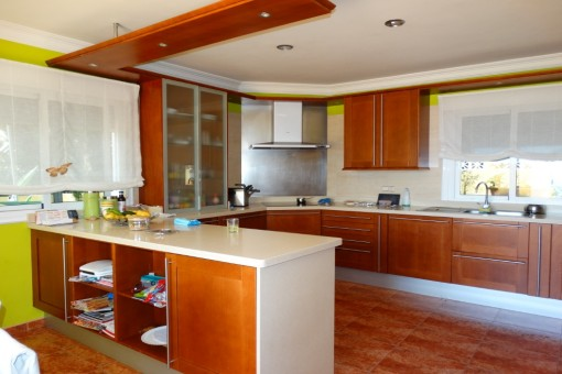 The large kitchen with dining room