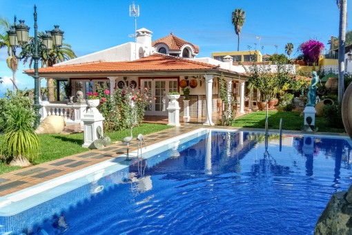 Luxury villa in top condition with large park garden, Teide and sea view near Puerto de la Cruz