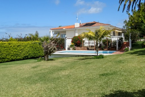 Newly renovated, exclusive villa with large garden and terraces, Teide and sea views in El Sauzal