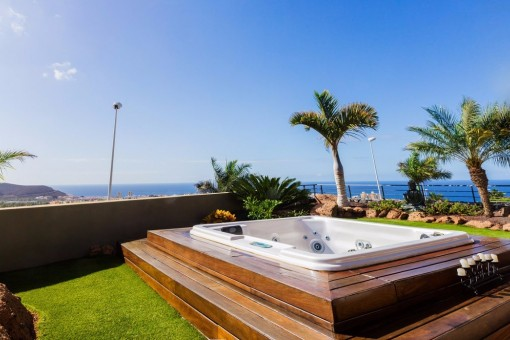 Big Jacuzzi with amazing views