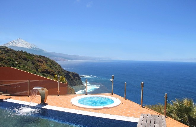 Luxury villa with beautiful views over the...