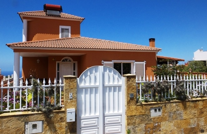 High quality villa with pool and sea view at an affordable price in El Sauzal