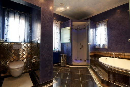 ... One Of The Bathrooms In The Style Of Versace ...