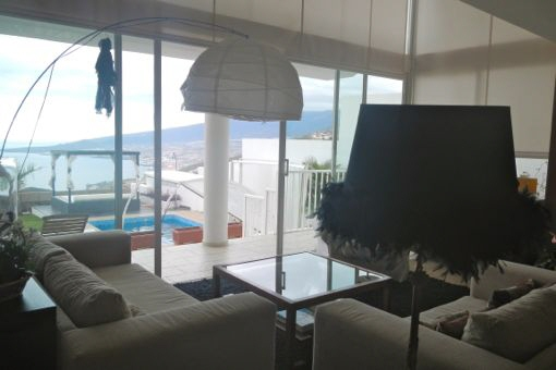 View from living room to the swimming pool and Atlantic Ocean