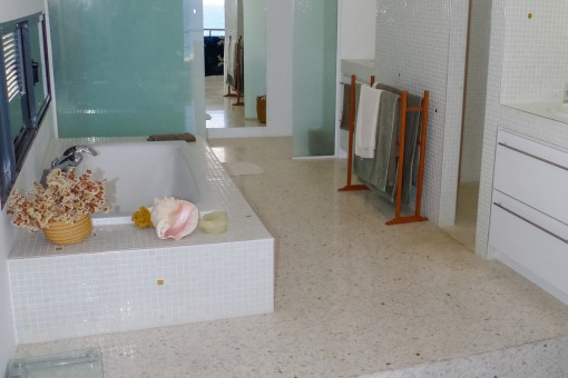Exclusive bathroom with bathtub