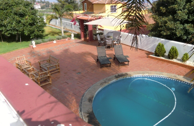 Terrace with sun loungers and round pool