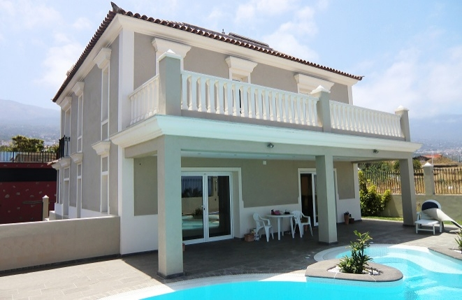 Newly built house near Puerto de la Cruz with pool and sea view
