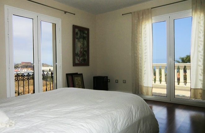 Bedroom with sea views and access to the balcony
