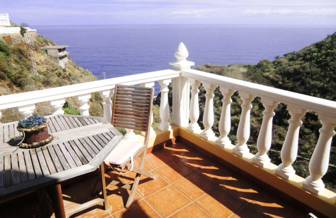 House in Los Realejos with 4 terraces, magnificent sea view and private path to the beach