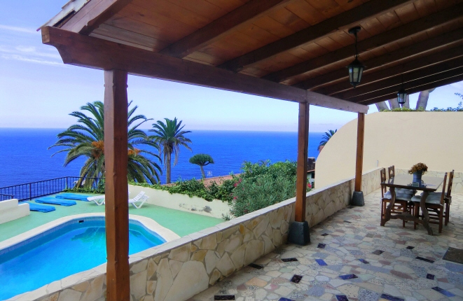 Charming house with large plot, pool and sea view in San Vicente