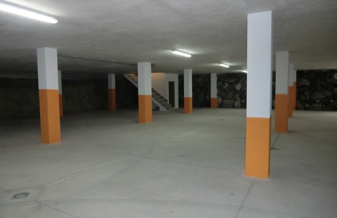 Garage with space for 15 cars
