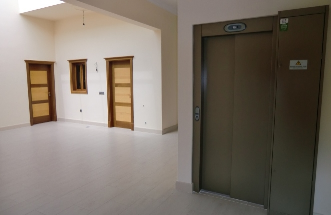 Nice villa equipped with lift
