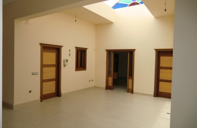 A very bright hall with high ceiling and natural light