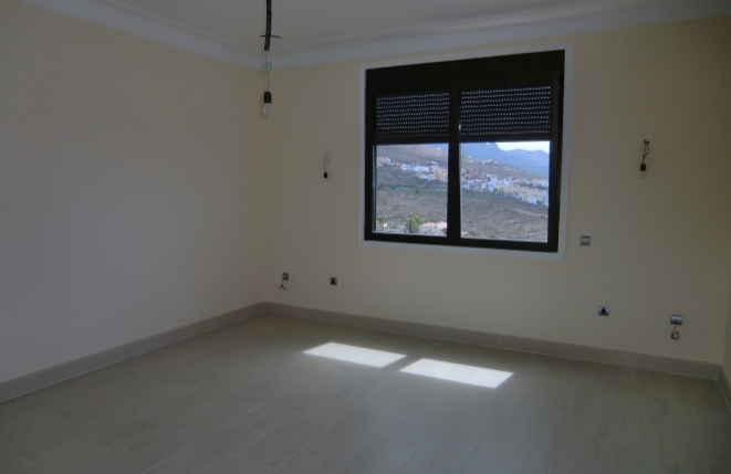 Another room with beautiful views