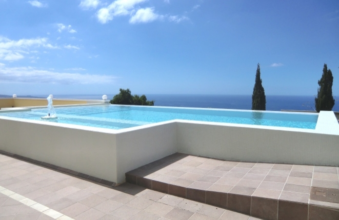 Fascinating large villa with private pool, overlooking the sea, mountains and La Gomera